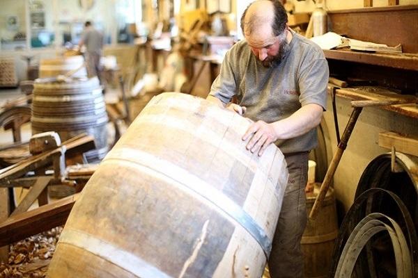 Thùng gỗ sồi ngâm rượu vang