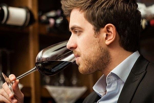 Cách nhận biết rượu vang ngon qua uống thử rượu
