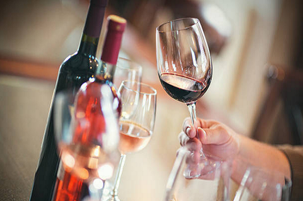 Nhận biết rượu vang ngon qua màu rượu