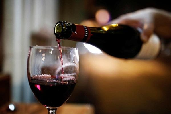 Rượu vang có hạn sử dụng không để được bao lâu khi mở nắp