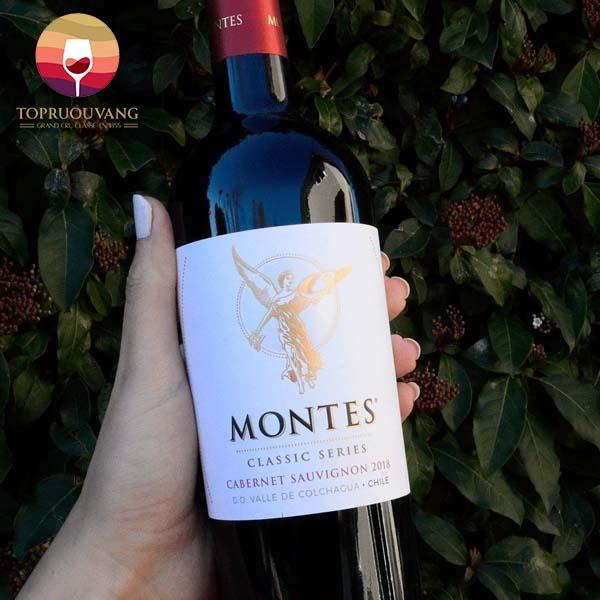 ruou-vang-Montes-Classic-Series-Cabernet-Sauvignon-1